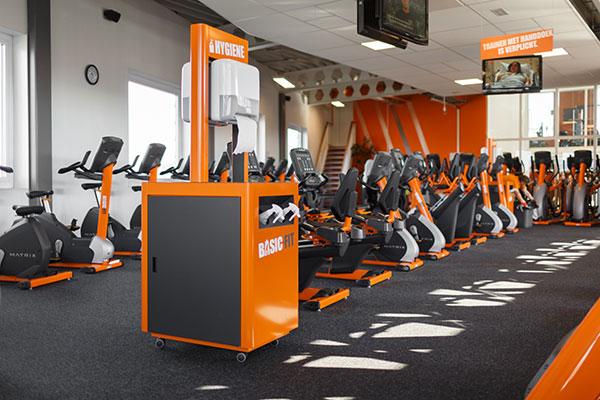 Oranje inrichting Basic-Fit