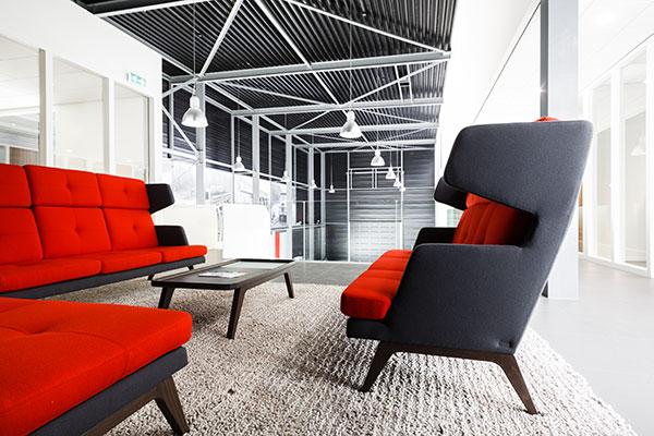 Roos-zwarte stoelen