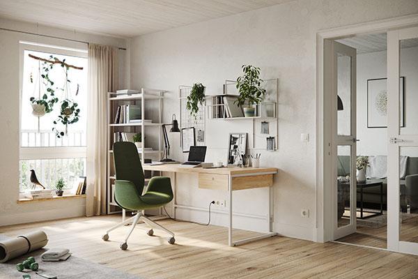 Thuiswerkplek met houten bureau en groene bureaustoel
