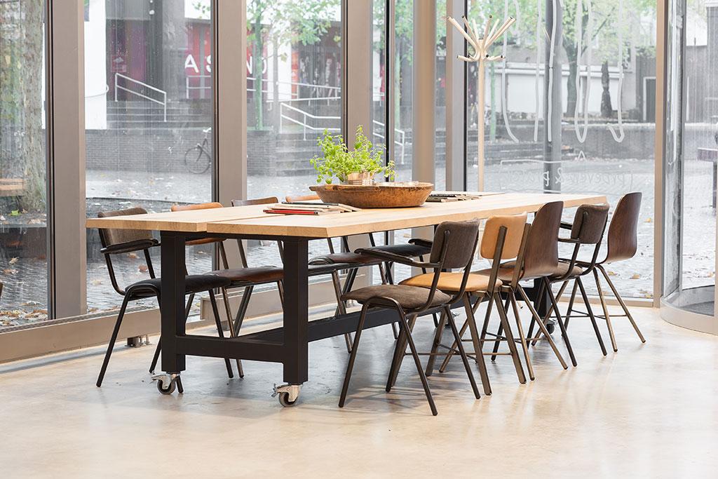 lange houten leestafel stoelen
