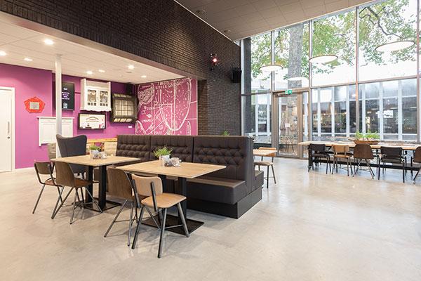 Stoelen banken zithoek grand café